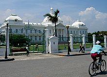220px-Palacio_presidencial_de_Haiti.jpg