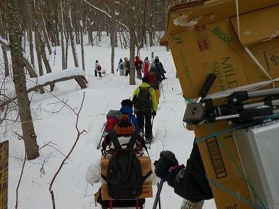 ポンポン山雪中ハイキング、今が旬