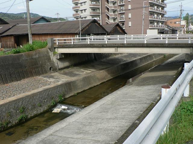 山之辺の道16桜井駅近くの川