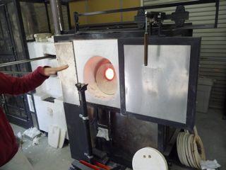 ガラス工房ガラスを溶かす炉