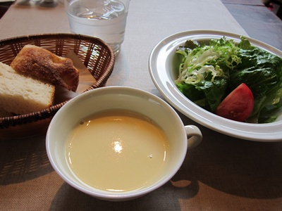 violette(ヴィオレット) スープとサラダとパン