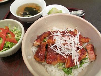 紅木蓮粥家 RED LILY MAGNOLIA ( レッドリリーマグノリア) 豚丼