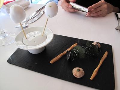 Le jeu de l'assiette ( ル・ジュー・ドゥ・ラシエット) 前菜前のおつまみ