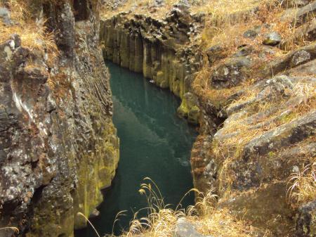 石の橋 水
