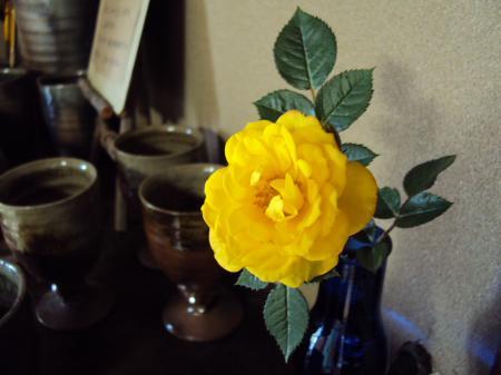 黄色花 小さい和室