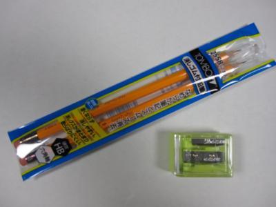 届いた鉛筆と手動鉛筆削り