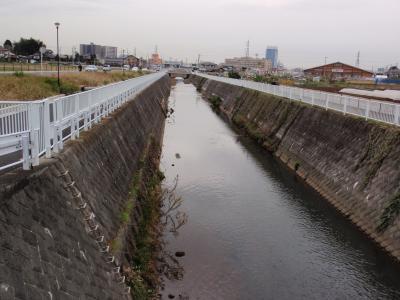 無名橋から見た恩曽川の工事区間
