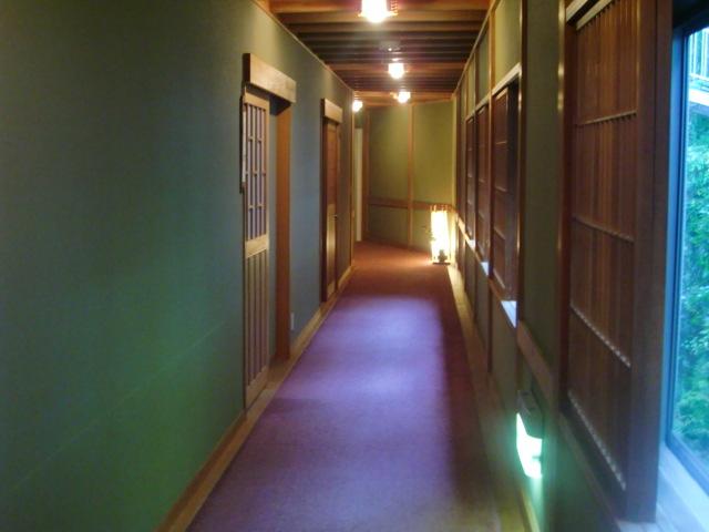 草津ホテル廊下