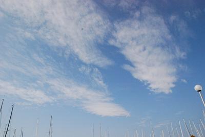 葉山マリーナの青空