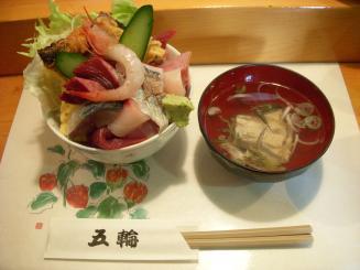 五輪鮨(海鮮丼(並盛り)¥600)