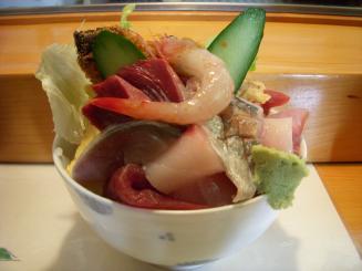 五輪鮨(海鮮丼(横から))