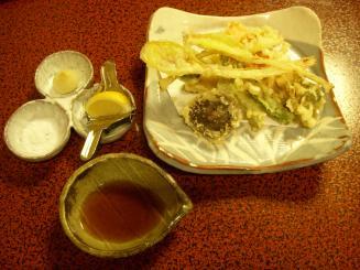 あつた蓬莱軒(野菜の天麩羅¥1260)