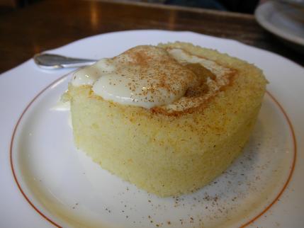長屋門珈琲 りんごとカスタードのロールケーキ