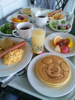 ディズニーランドで朝食
