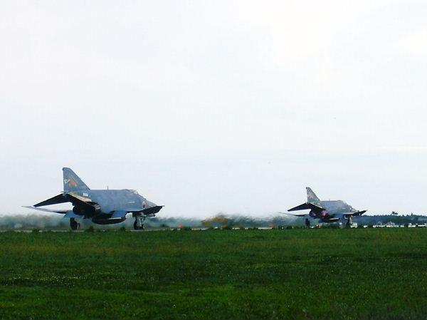 F4 離陸