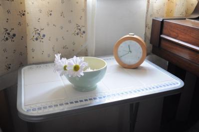 お花と時計を置いてみた