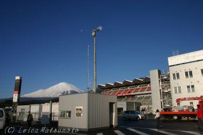 サーキットから富士を望む