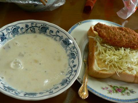 牛乳スープ&サカナフライサンド