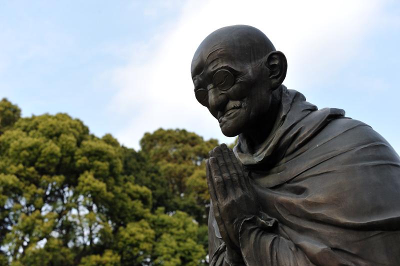 哲学の庭 ガンジー像