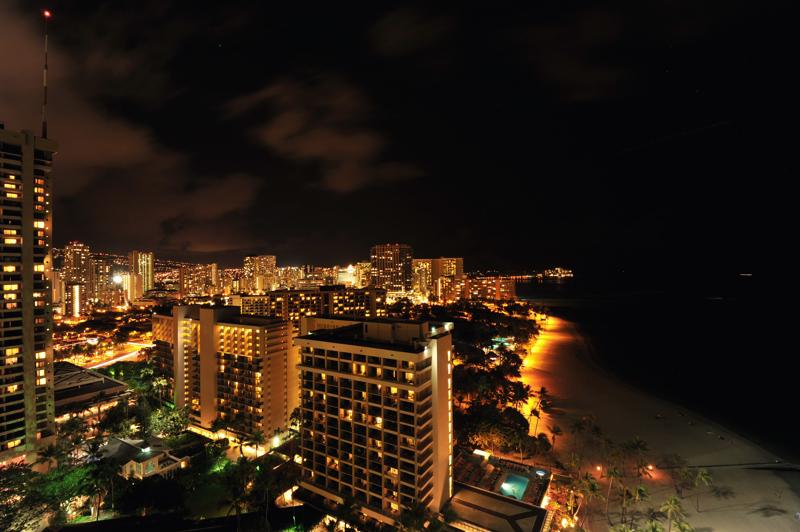 マウイ島ホテルからダイアモンドヘッド夜
