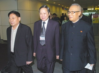 右為中國孫子兵法研究會名譽會長李際均,左為中國社科院台研所所長余克禮
