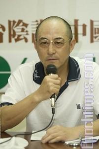 著名中國流亡作家、法學家袁紅冰早期在臺灣接受採訪