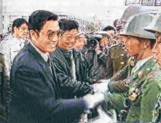 胡 錦 濤 1989 年 在 拉 薩 慰 問 戒 嚴 部 隊