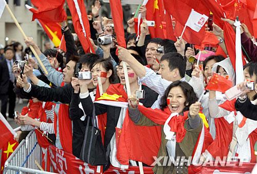 急増する在日中国人、大使館指令...