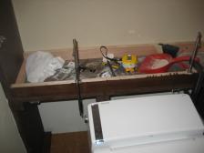 トイレ収納棚の作業風景1