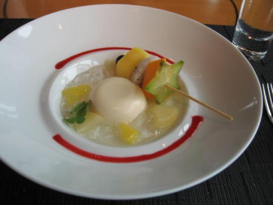マンダリン ケシキ フルーツの串シャパンソース添え