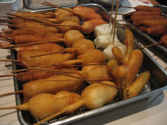うずら、とんかつ、海老、元祖串カツ、チーズちくわ、アスパラ、つくね、もち、ウィンナー