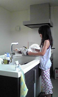 次女の皿洗い