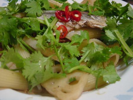 秋刀魚のオイル漬けとレンコンのパスタ