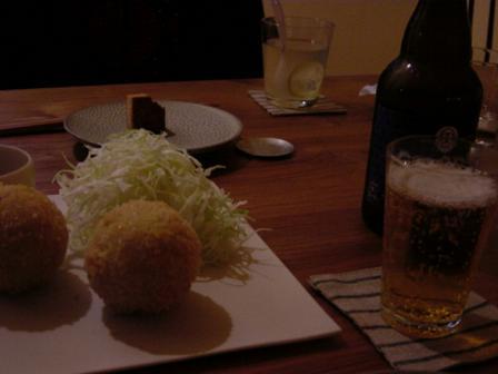 喫茶カモシカ_コロッケとビール.JPG