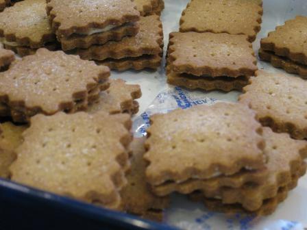 全粒粉クッキー・バタークリームサンド