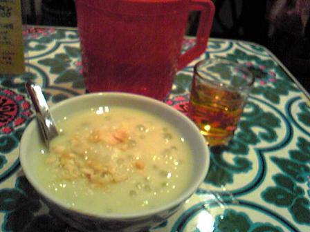 緑豆とタピオカ、白玉の温かいチェー