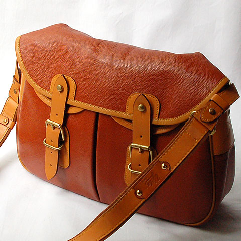 Upla LEATHER SHOULDER BAG