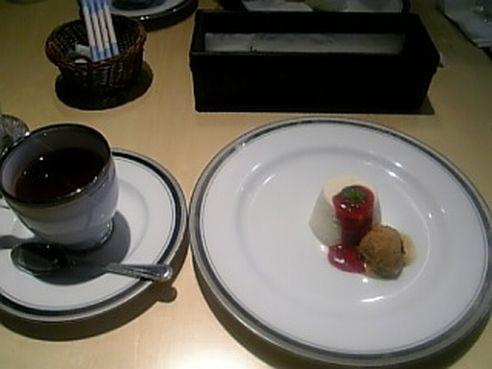 紅茶にデザーツ (;゚∀゚)=3ムホ