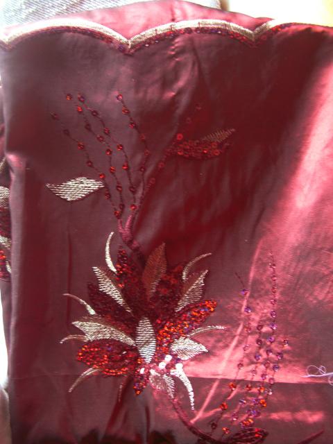 スパンコールと刺繍
