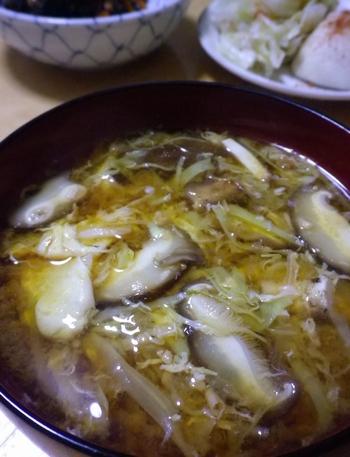 玉子、キャベツと椎茸の味噌汁