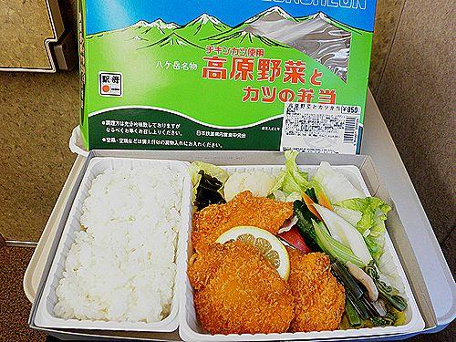 小淵沢駅・高原野菜とカツの弁当