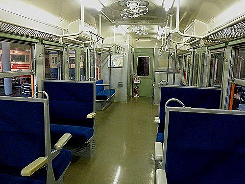 クハ111-1車内