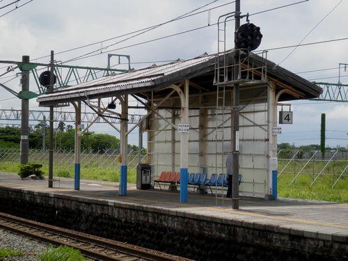 羽越本線坂町駅・荷物上屋