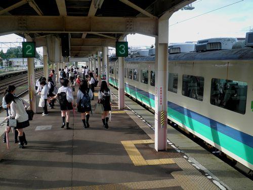 信越本線新井駅ホーム
