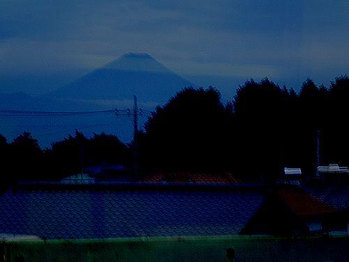 中央本線新府駅から見た富士山