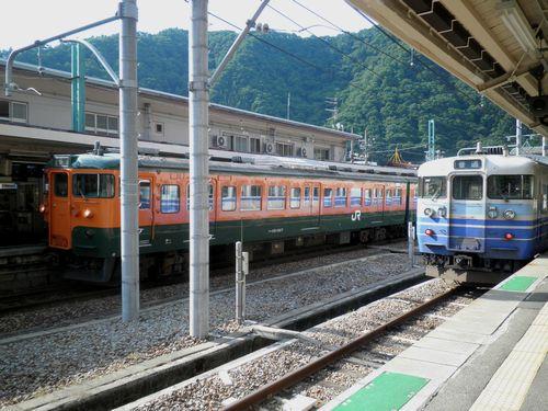 115系新ニイ車と高タカ車(水上駅)