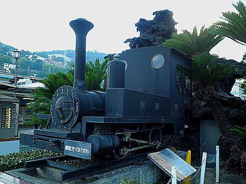 軽便鉄道の蒸気機関車(熱海駅前)