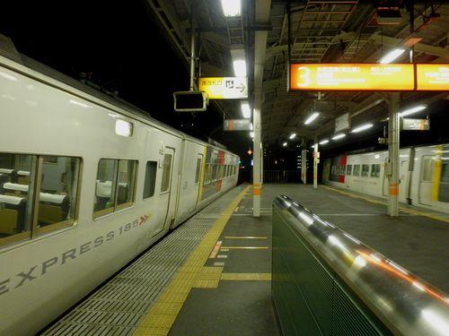 赤羽駅・185系すれ違い