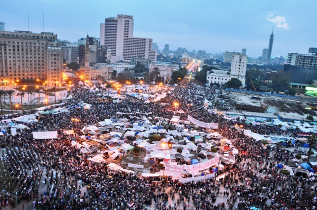 800px-Tahrir_Square_-_February_9,_2011[1] (640x425)