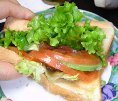 新鮮野菜のサンドイッチ